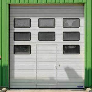 Brama stalowa z drzwiami